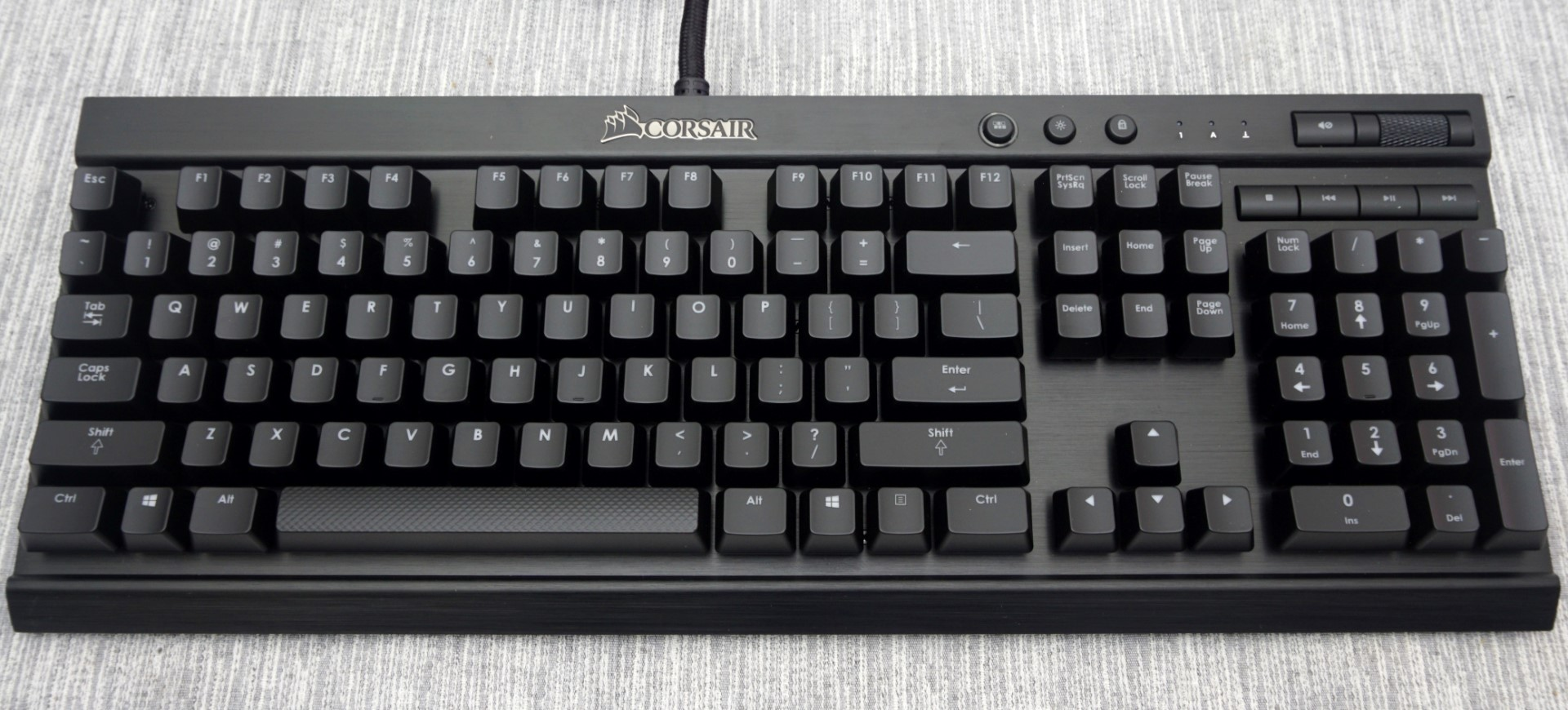 The Corsair Lapdog Review Gaming With A Mouse And Keyboard In Living Room