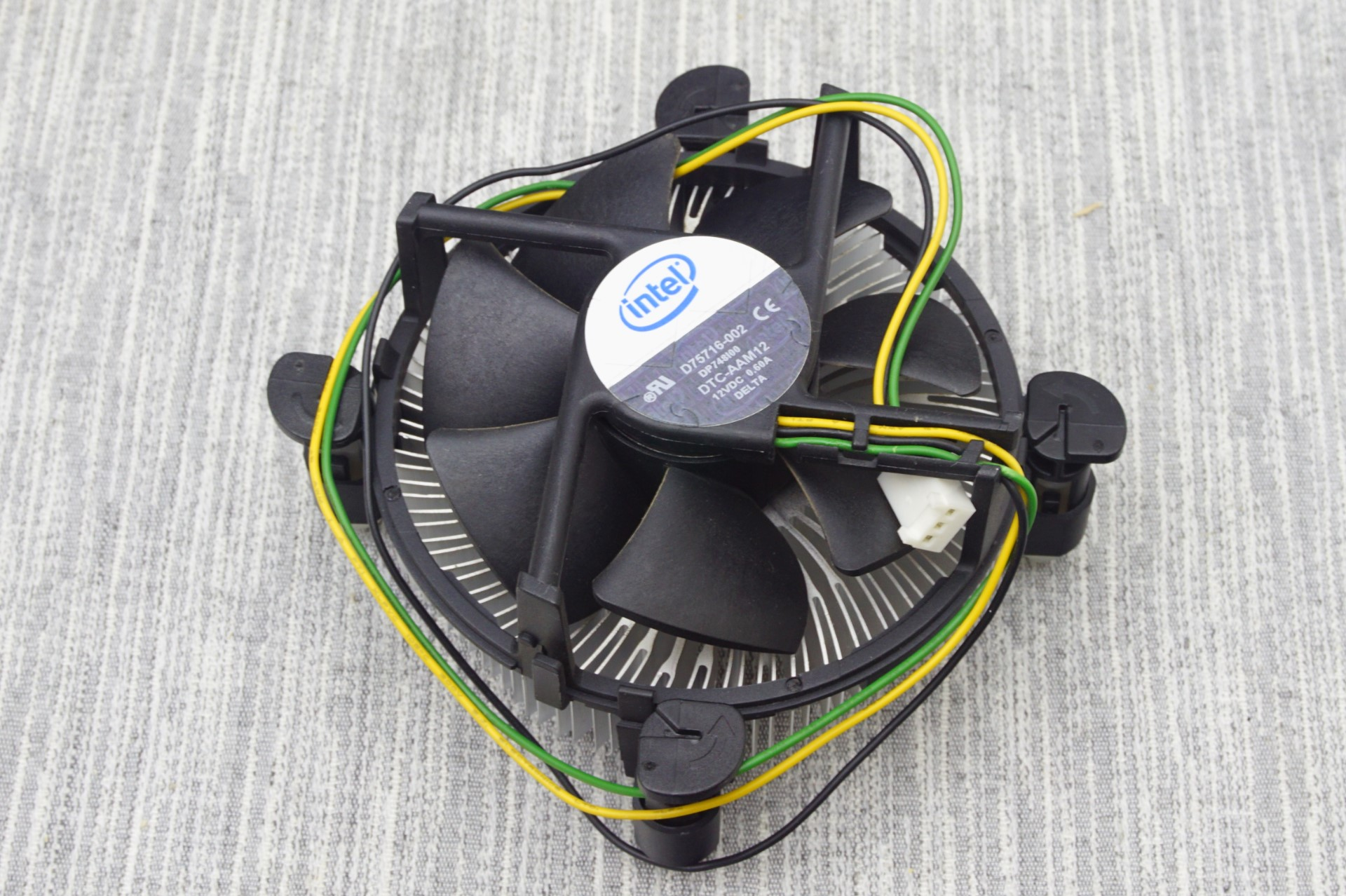 The Intel Coolers Battle Of The Cpu Stock Coolers 7x Intel Vs 5x Amd Plus An Evo 212
