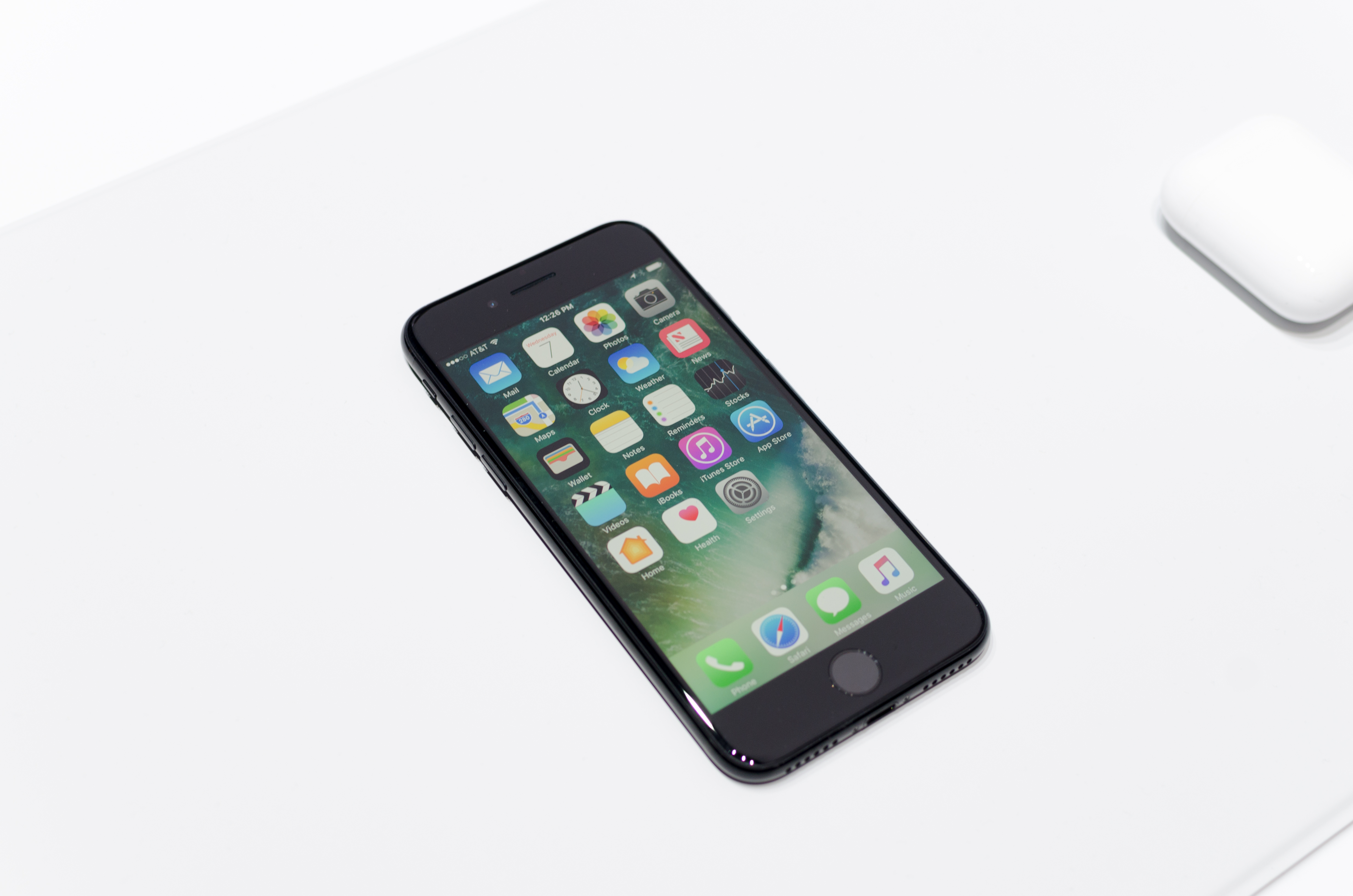 hands on with the iphone 7 and 7 plus. Black Bedroom Furniture Sets. Home Design Ideas
