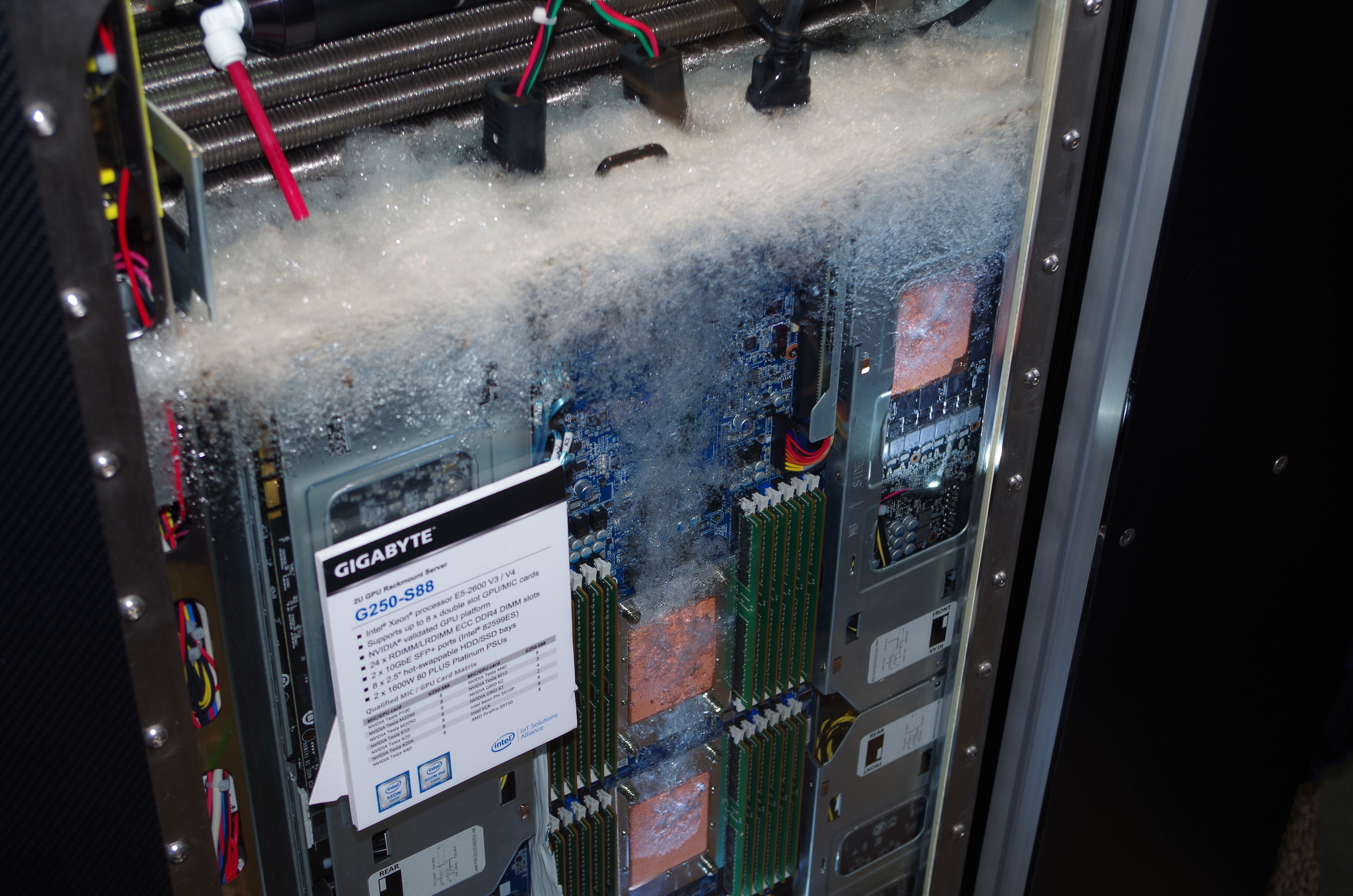 GIGABYTE Server Shows Two-Phase Immersion Liquid Cooling on a 2U GPU
