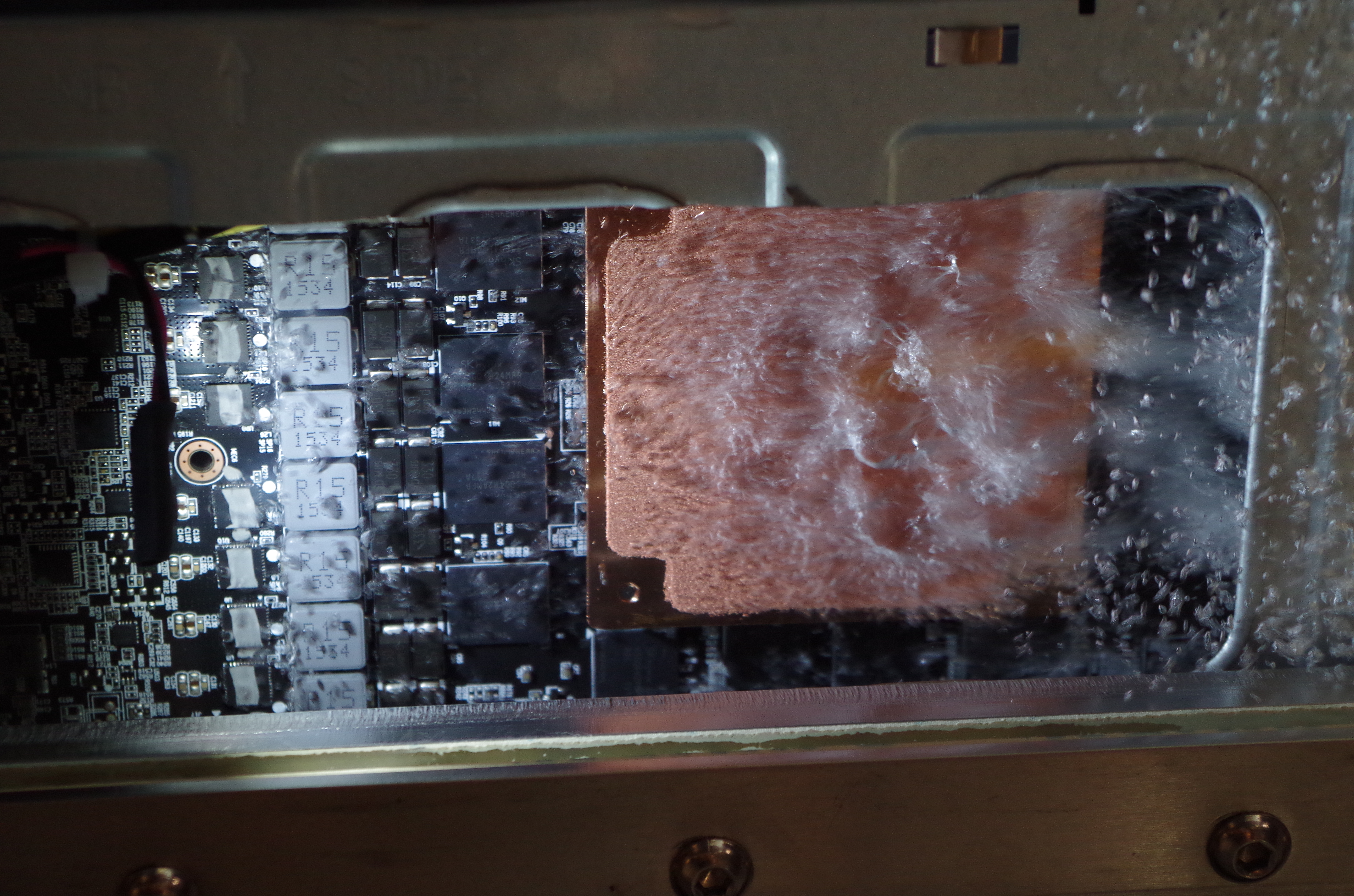 gigabyte server shows two phase immersion liquid cooling on a 2u gpu