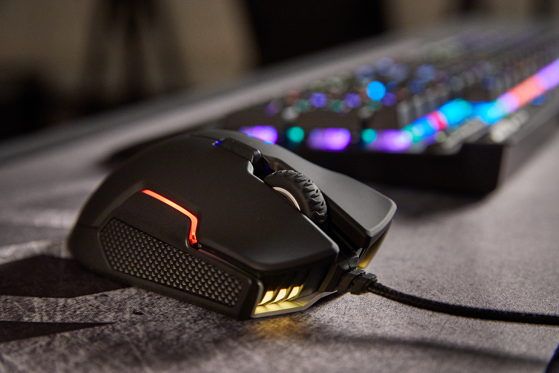 Corsair Launches Glaive RGB Mouse: 16,000 DPI, Interchangeable Grips
