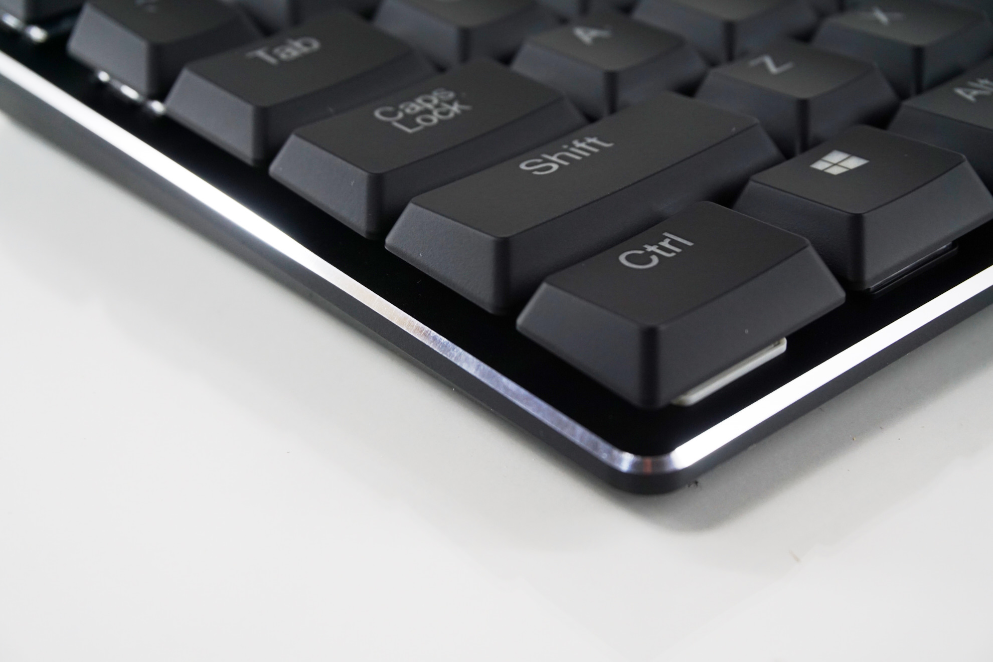 d1d7b1bc545 It is a standard 104 keys keyboard that fully adheres to the ANSI layout.  The bottom row of the keyboard has a 6.25× ...
