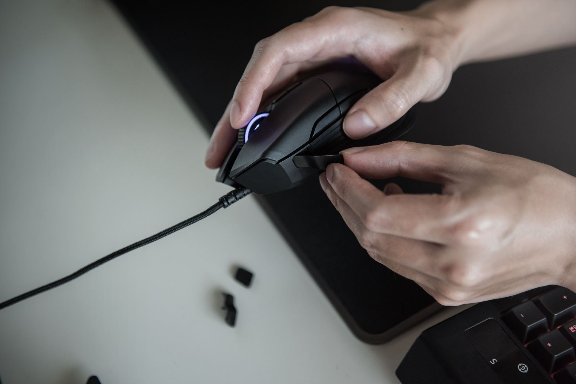 Razer introduces Basilisk mouse for FPS gamers