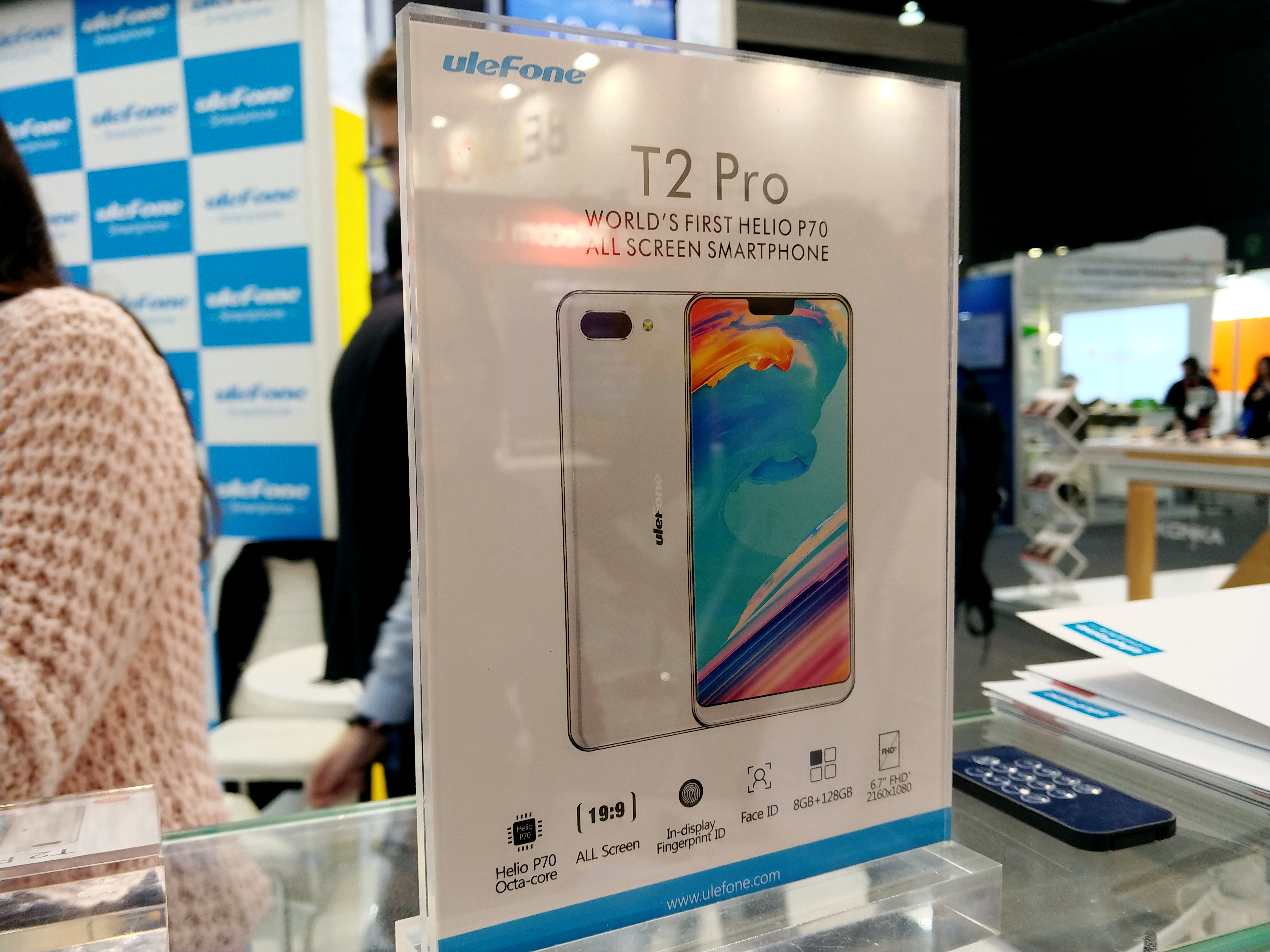 The Ulefone T2 Pro Hands-On: A 6 7-inch Stunner Smartphone