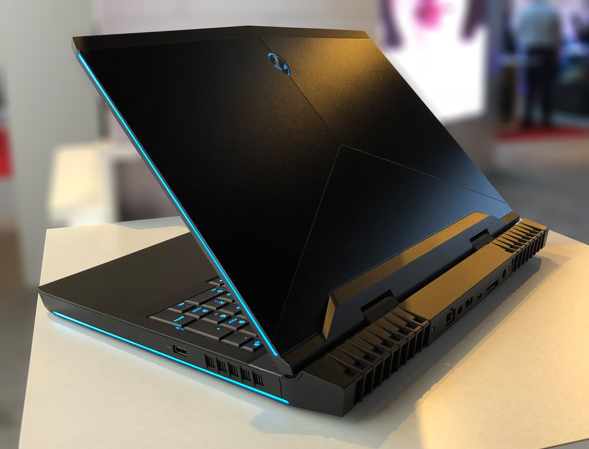 Alienware Laptops: 15R4 and 17R5 - Dell's Spring Range: New