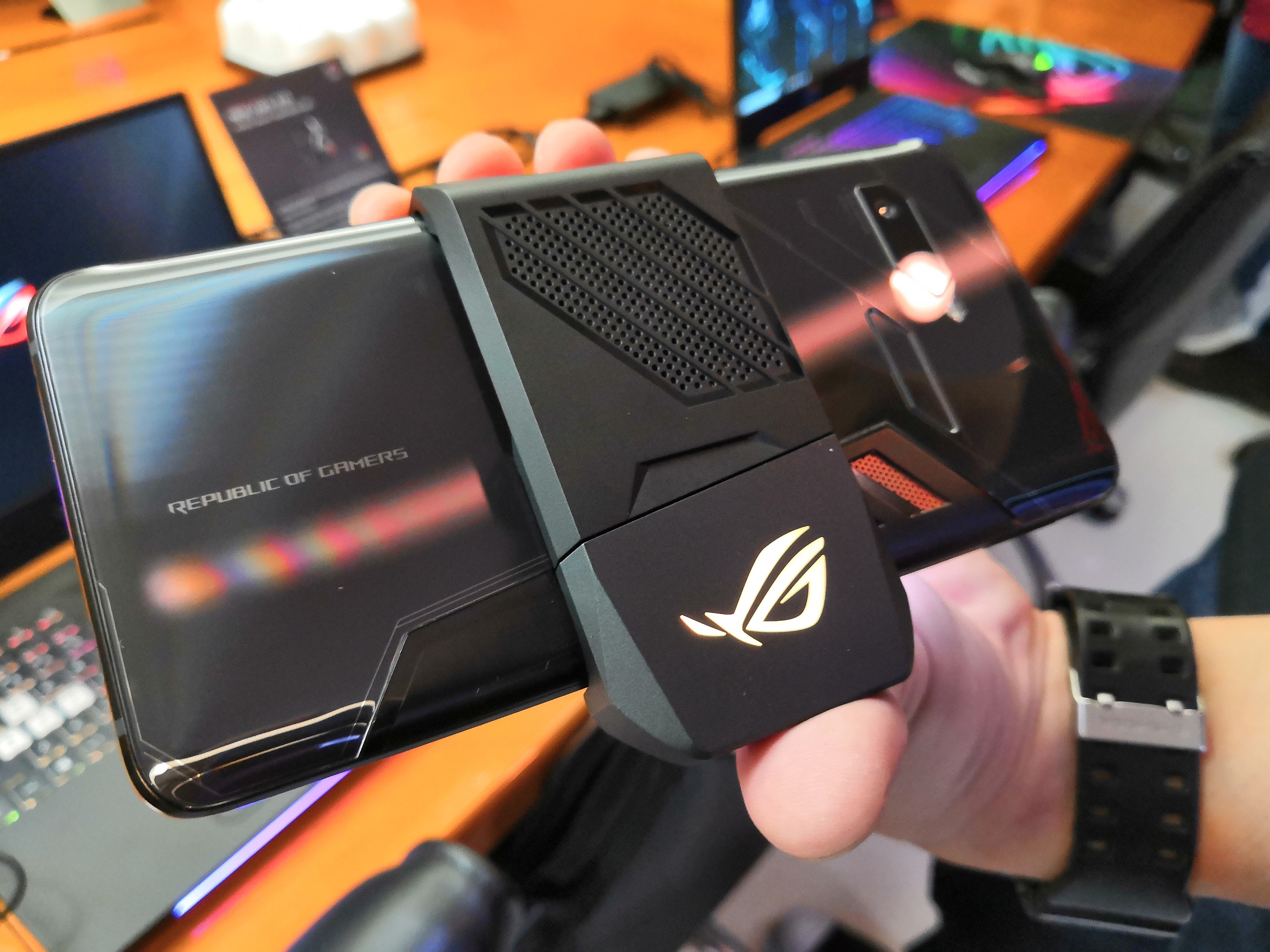 ASUS Gaming Smartphone: 11mm-style ROG Phone with Speed