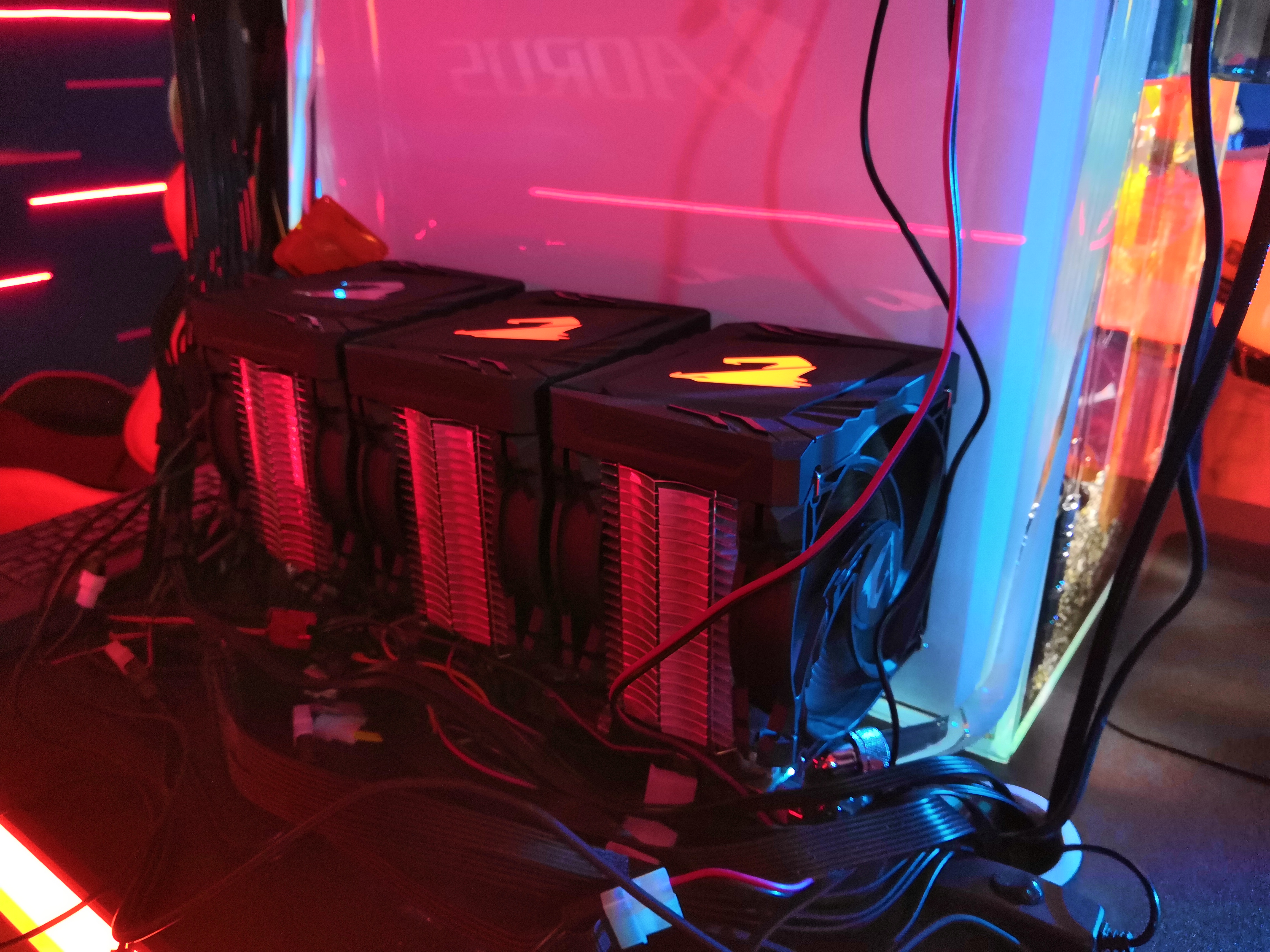 Behind GIGABYTE's Fish Tank Oil System: A New Take on Liquid