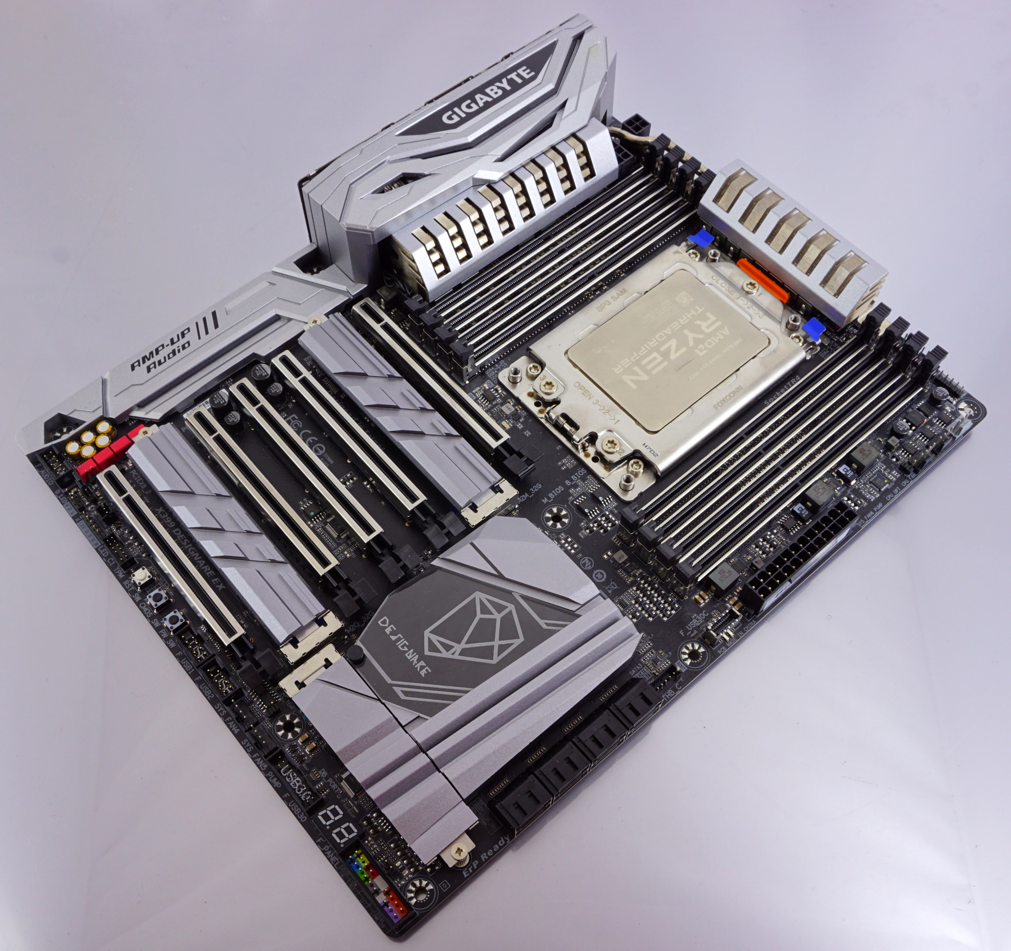 Visual Inspection - The GIGABYTE X399 DESIGNARE EX