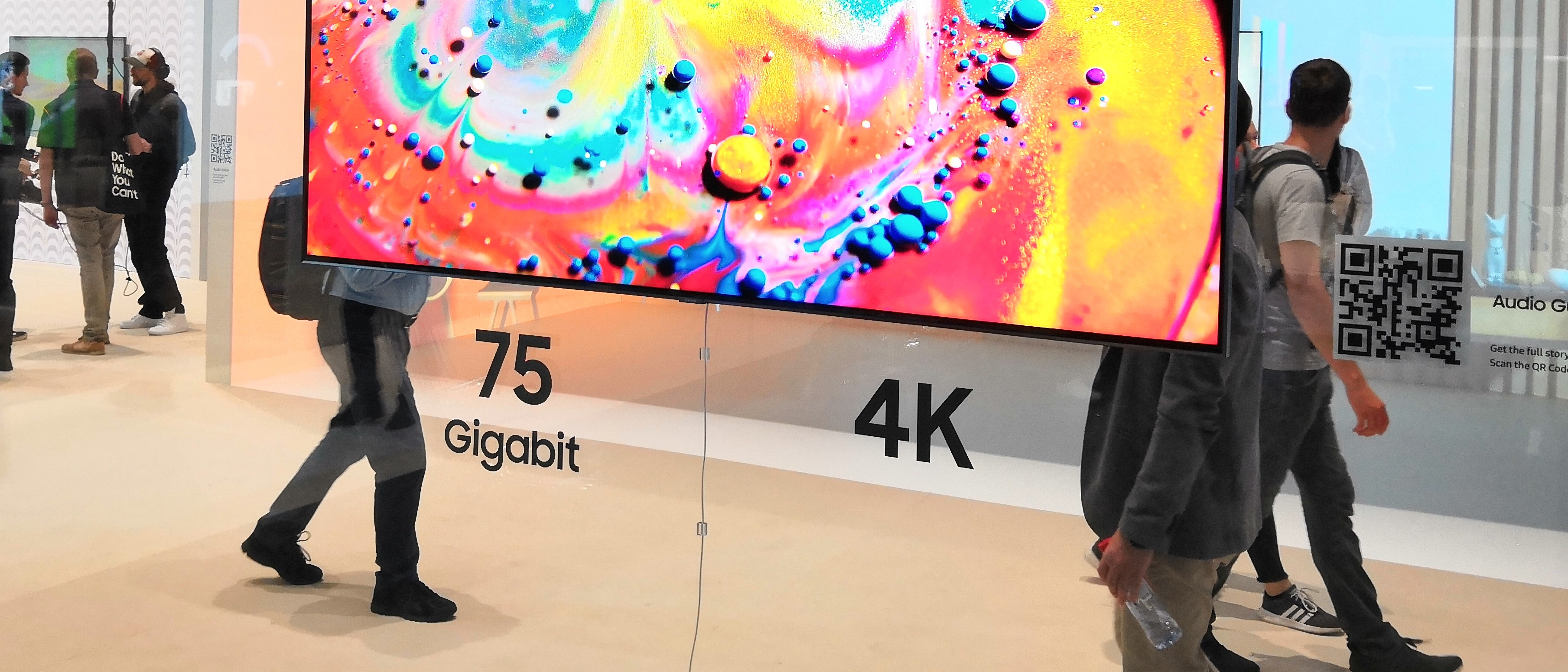 Samsung's One Invisible Connection: 75 Gbps and 230W in a Ultra Thin