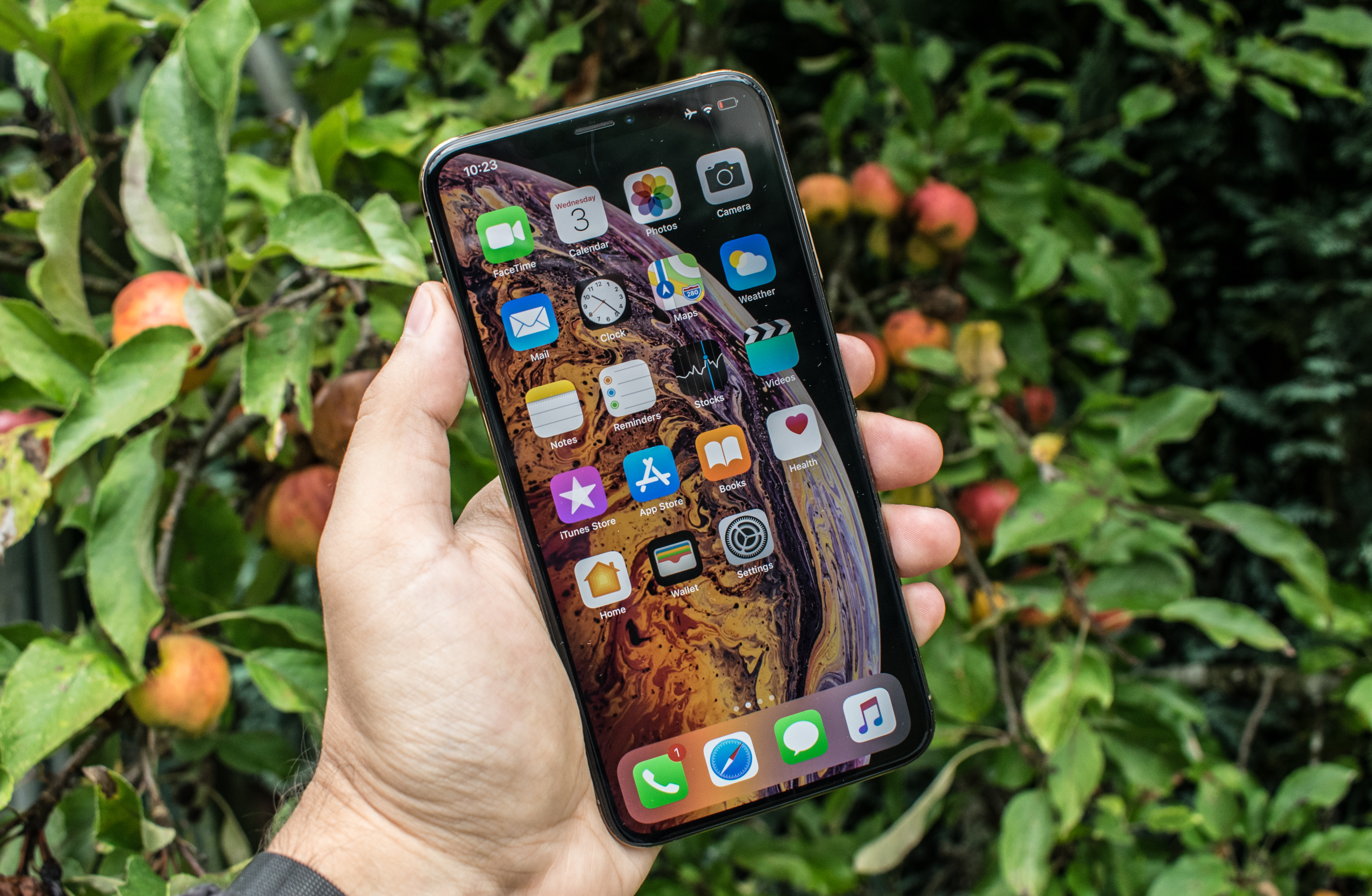 Display Measurement & Power - The iPhone XS & XS Max Review