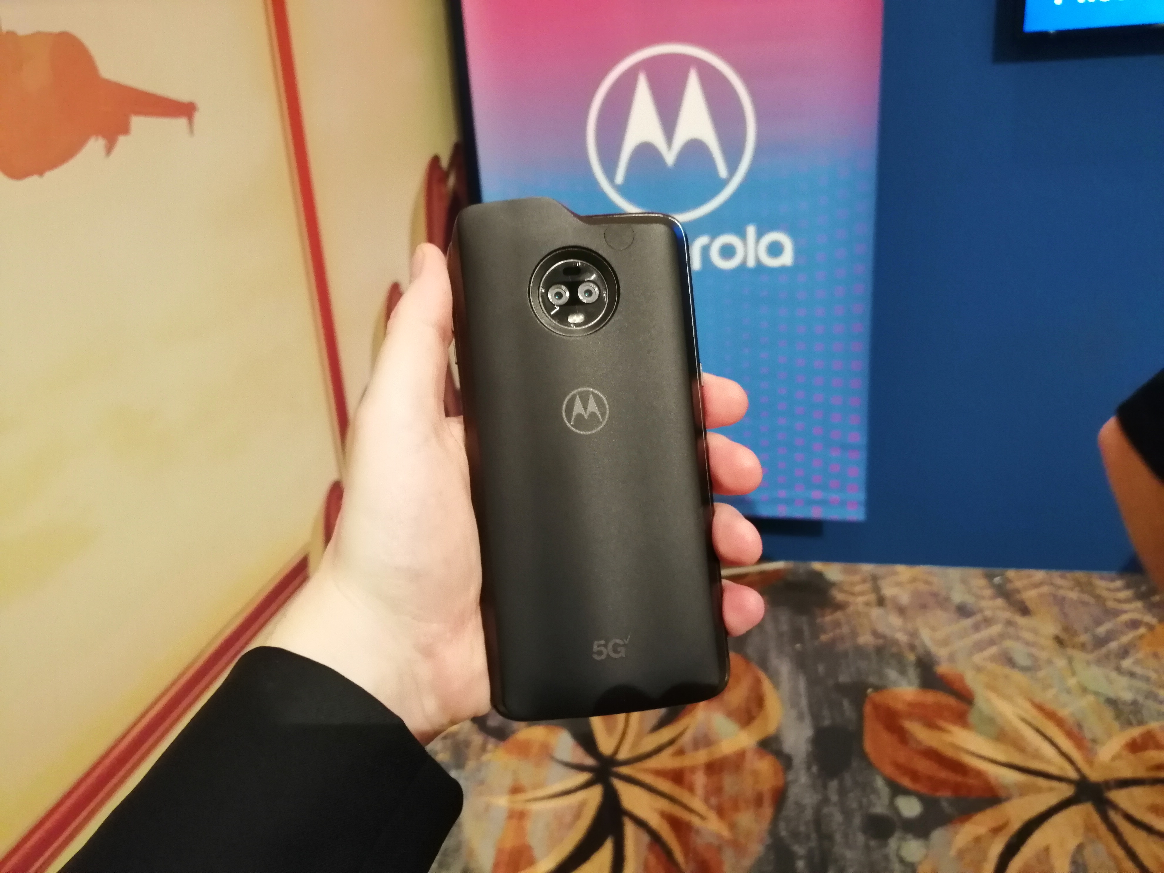 Moto 5G Mod at Snapdragon Summit: Lots of Antennas, and S855
