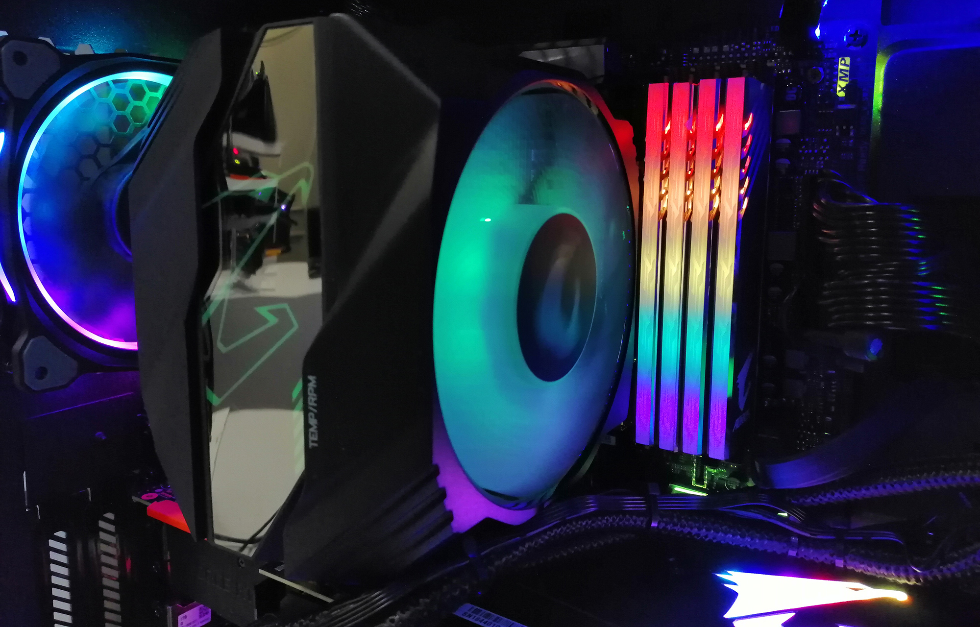 CES 2019: GIGABYTE Aorus RGB Memory Hits DDR4-4000 with SK