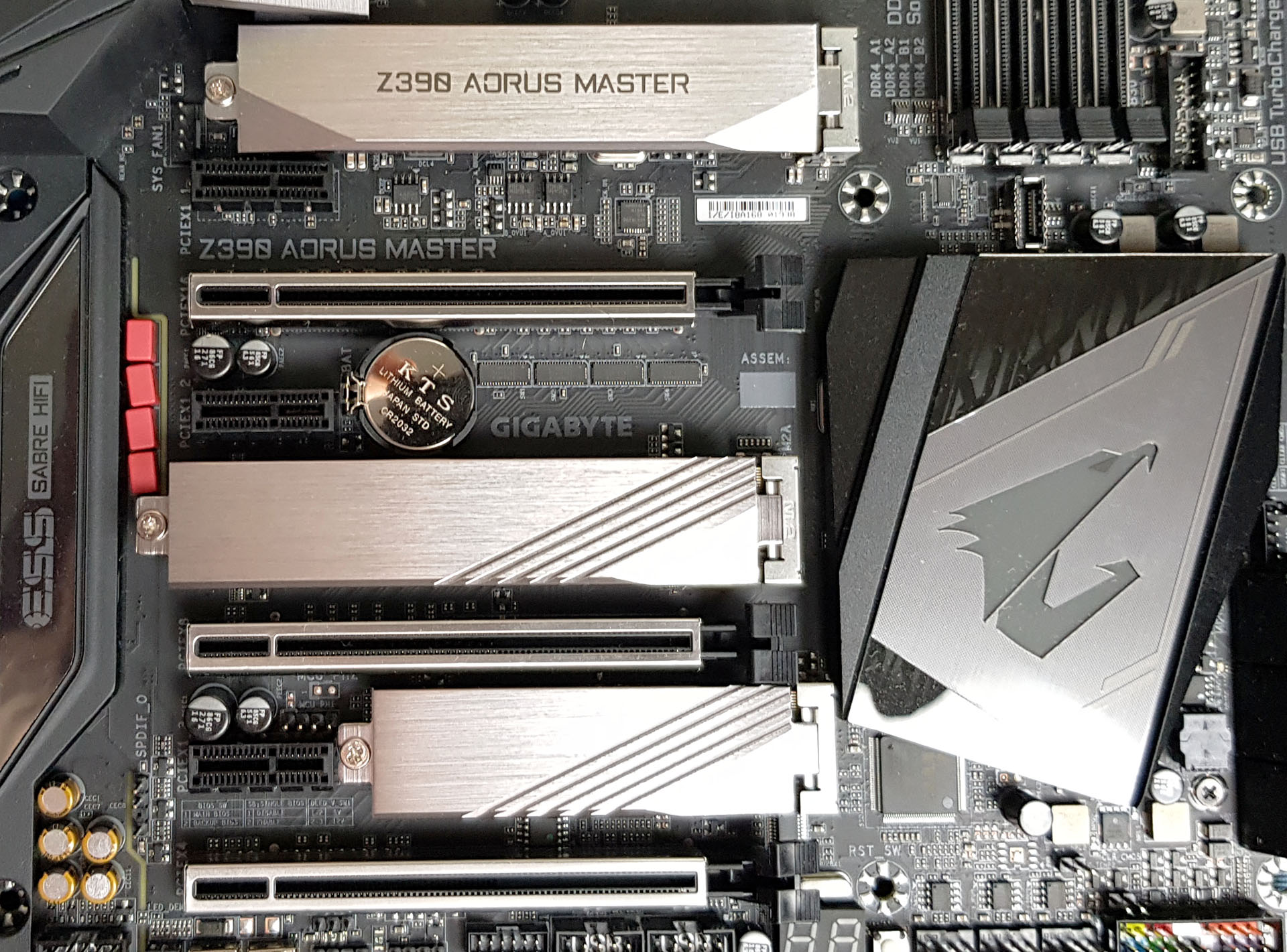 Visual Inspection - The GIGABYTE Z390 Aorus Master Motherboard
