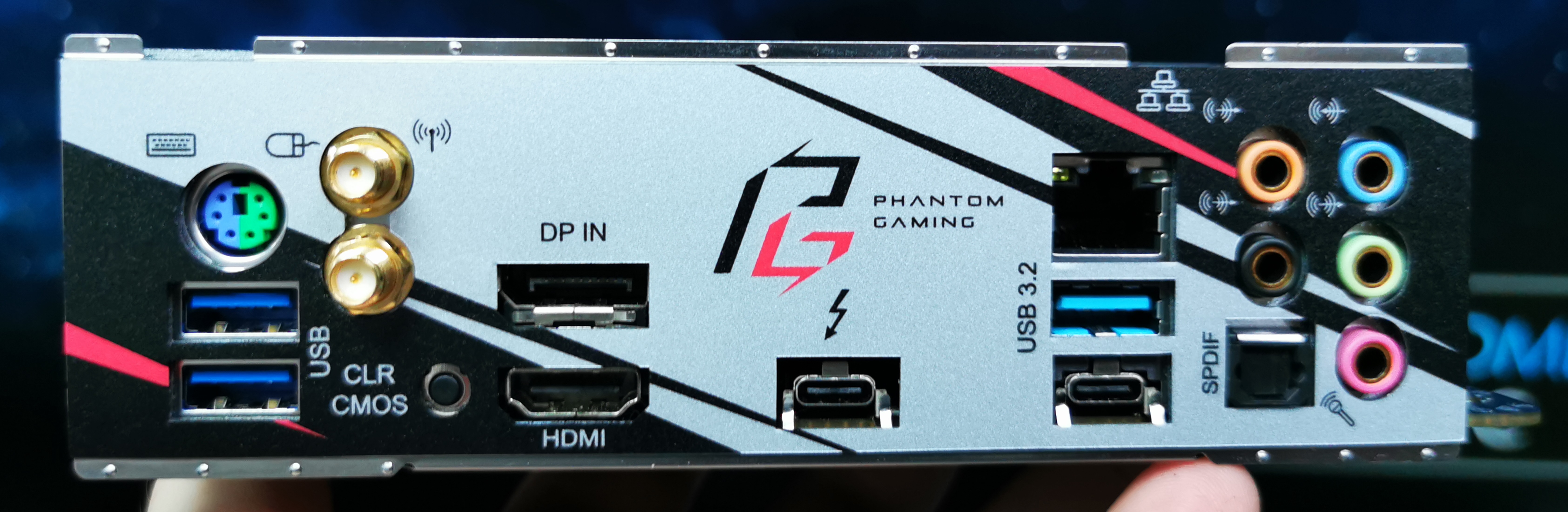 ASRock X570 Phantom Gaming-ITX TB3: The Small Motherboard with a