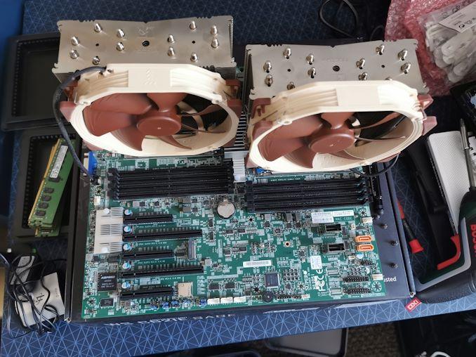 تمت مراجعة برنامج EPYC 7F52 الجديد من AMD: The F للتردد 1
