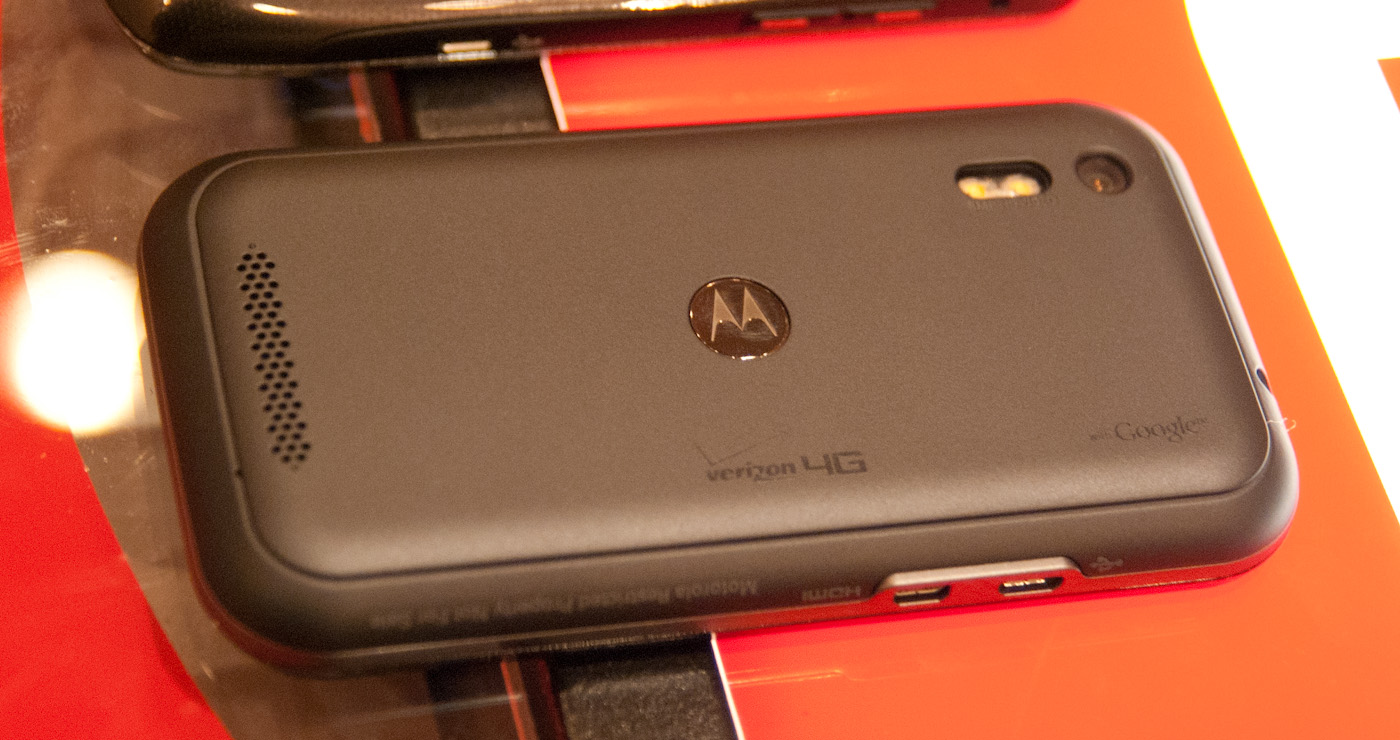 Motorola Droid Bionic Review Dual Core With 4g Lte A Smartphone Dock Built Inside Mans Prosthetic Arm The Old