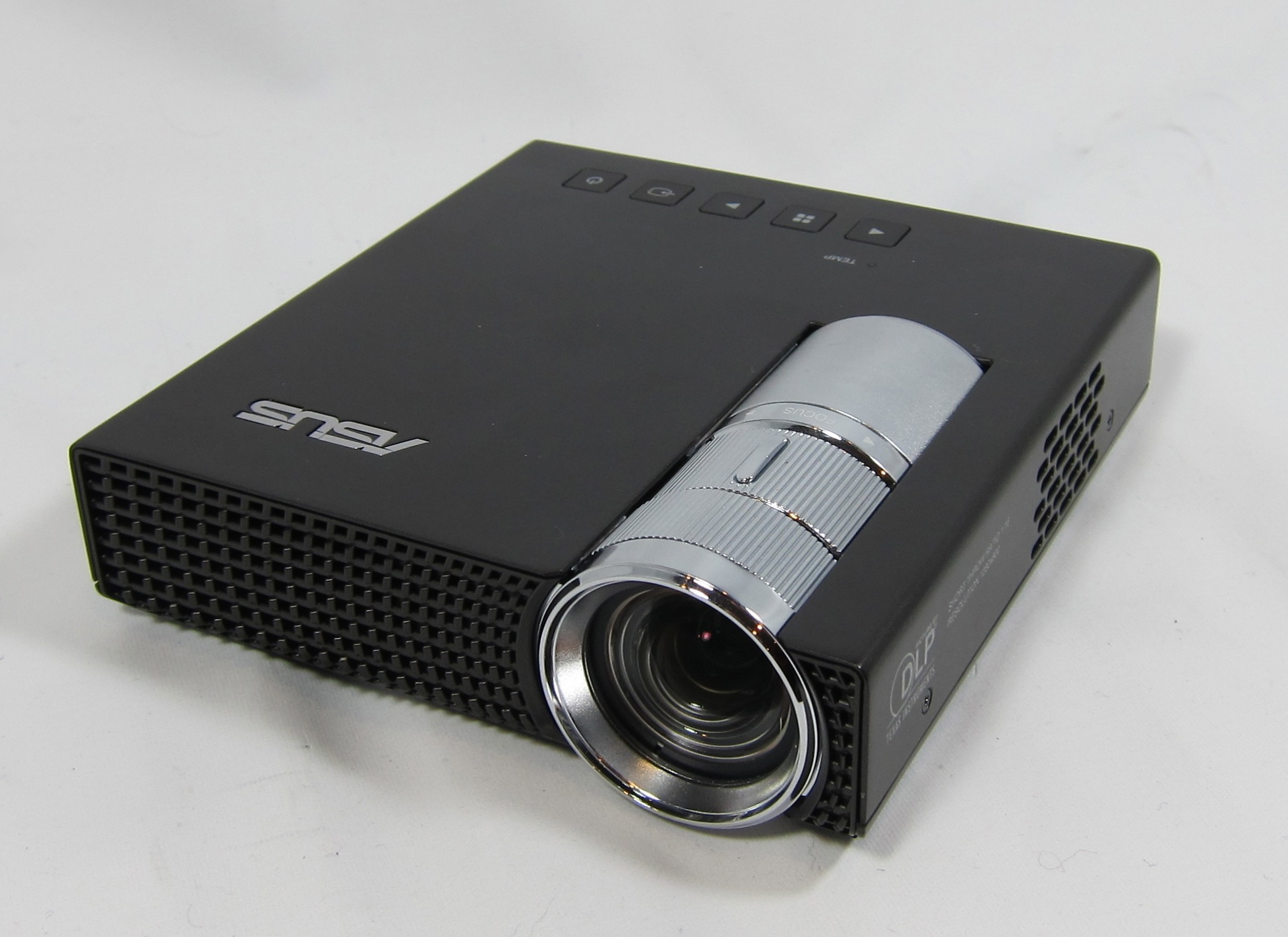 Mini review asus p1 portable led projector for Apple video projector
