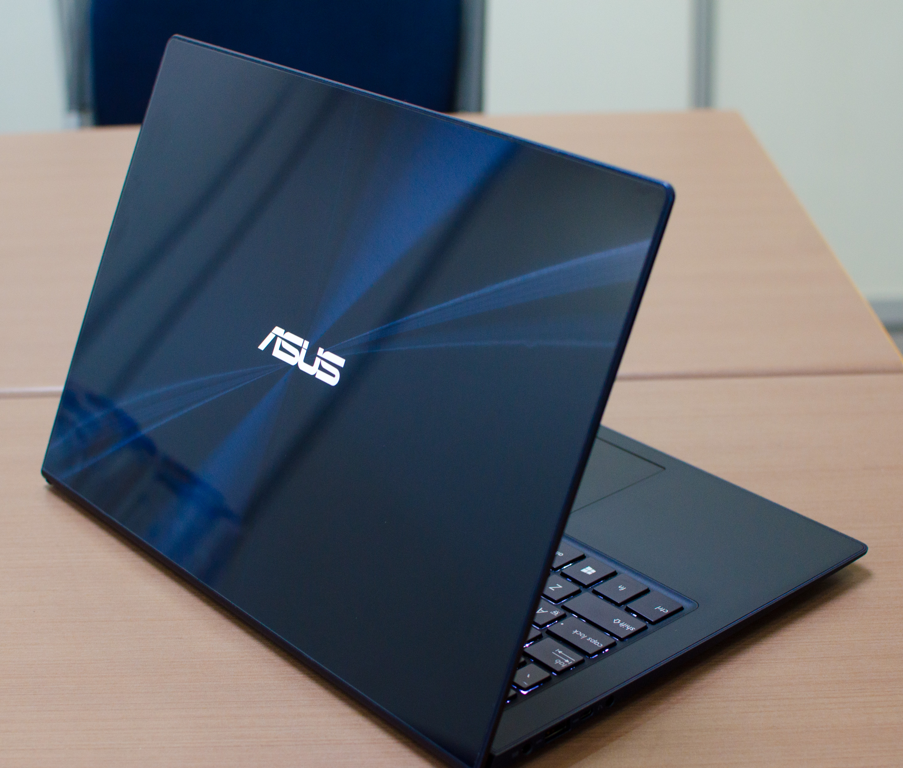 ASUS Zenbook Infinity: Hands On with the Most Beautiful Notebook at ...
