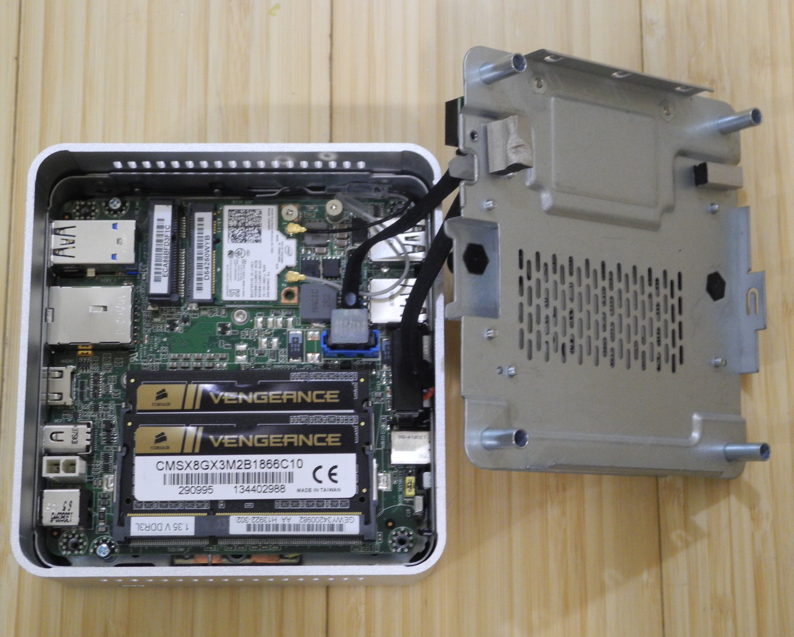 Intel D54250wykh Haswell Nuc Kit With 2 5 Quot Drive Slot Mini