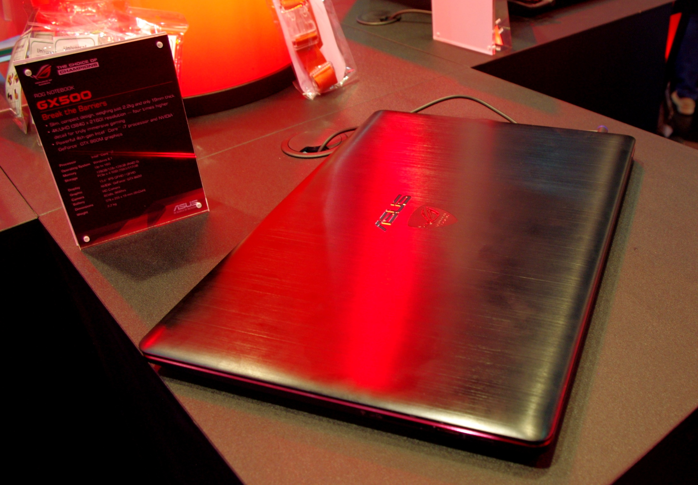 rog gx500 4k gaming laptop computex 2014 the asus booth tour. Black Bedroom Furniture Sets. Home Design Ideas