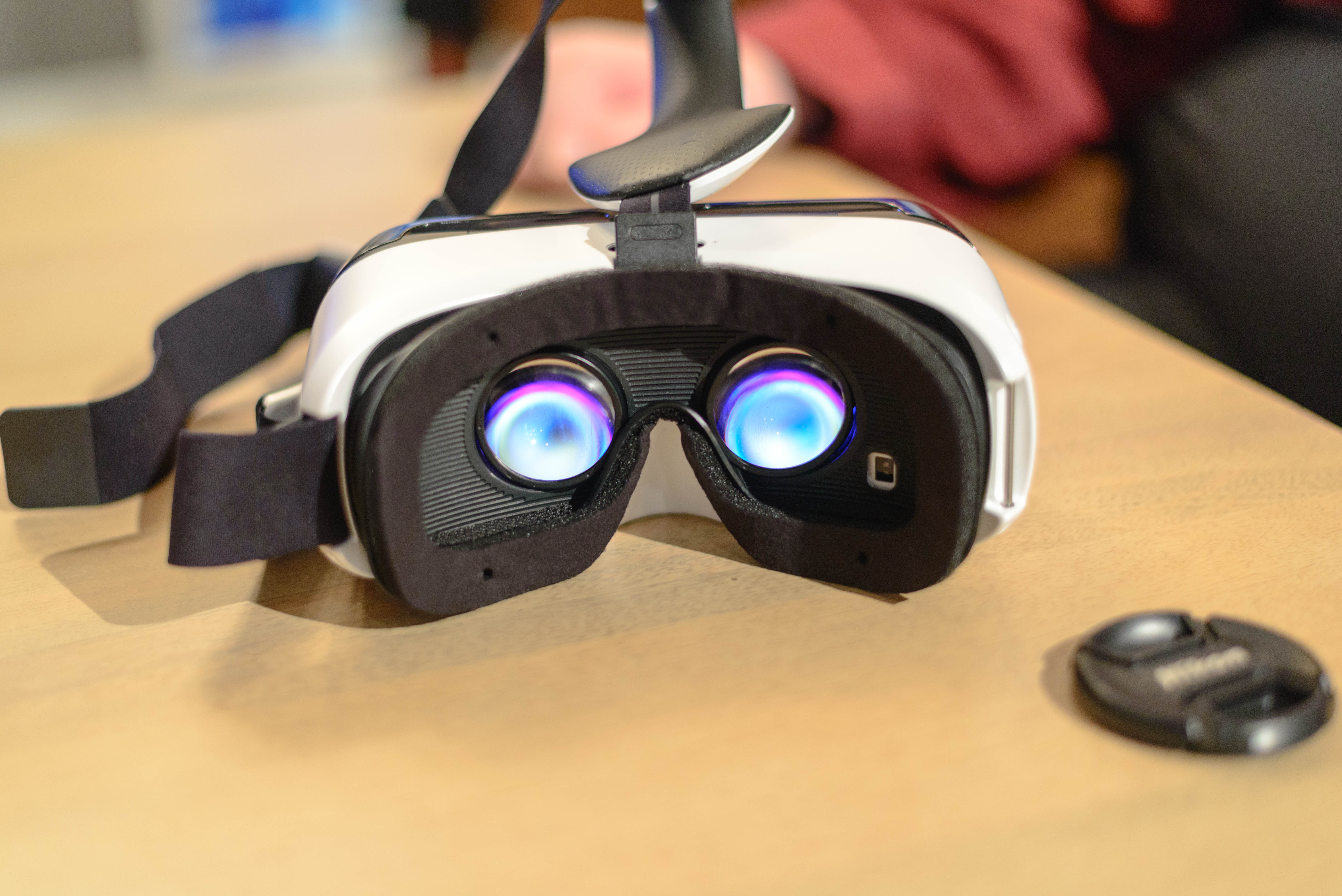 Samsung Announces Gear Vr A Vr Harness For Your Note 4