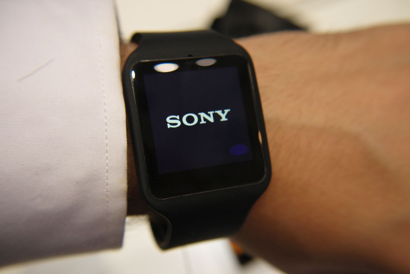 sony smartwatch 3 smartband talk hands on. Black Bedroom Furniture Sets. Home Design Ideas