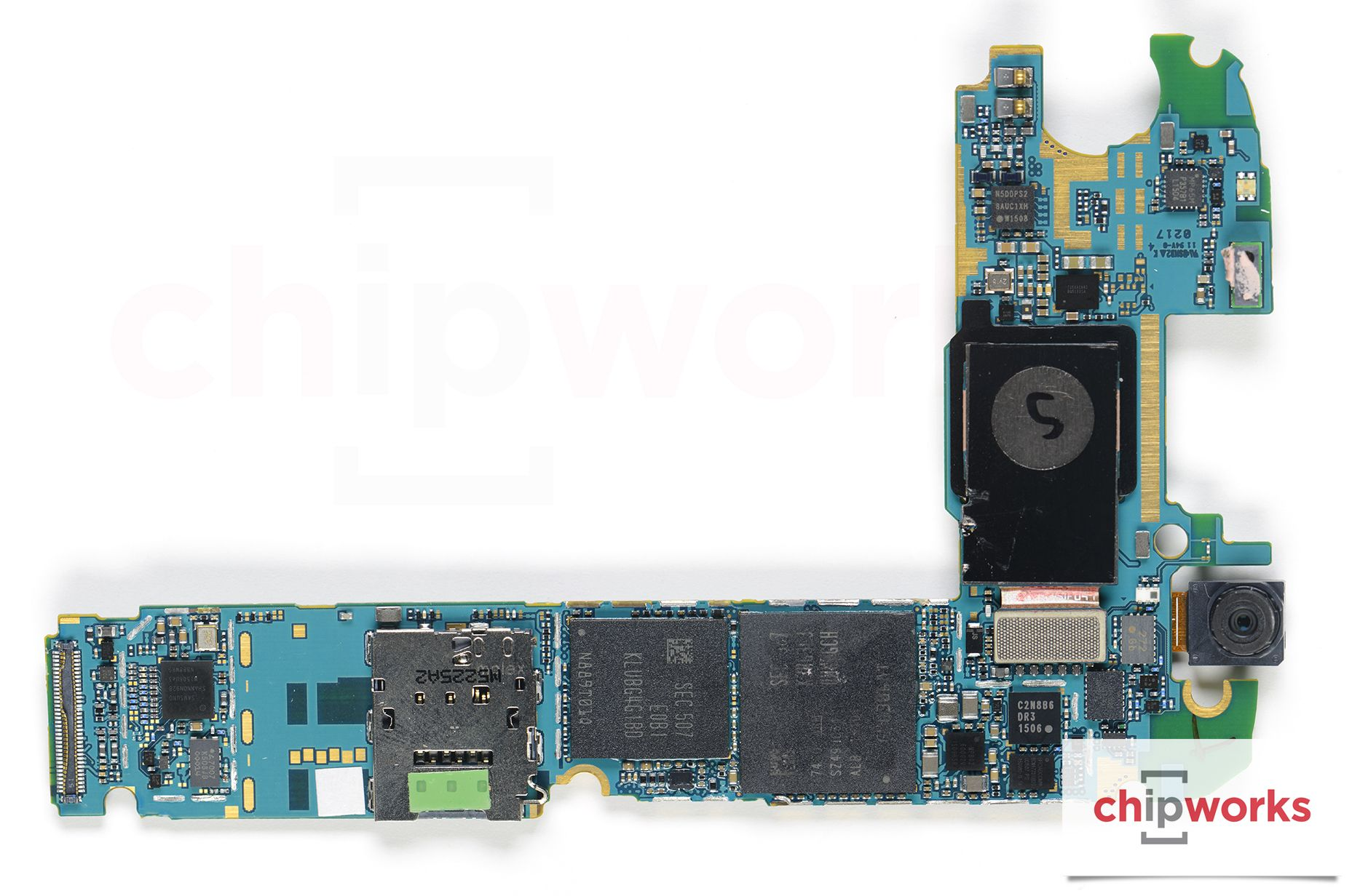 Galaxy S6 PCB with SoC+DRAM and modem+NAND in view. The UFS module sits on  top of the modem. (Image source: Chipworks)