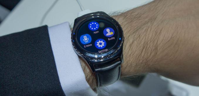 В сентябре прошлого года компания samsung представила первое поколение своих умных часов, получившее название galaxy gear.