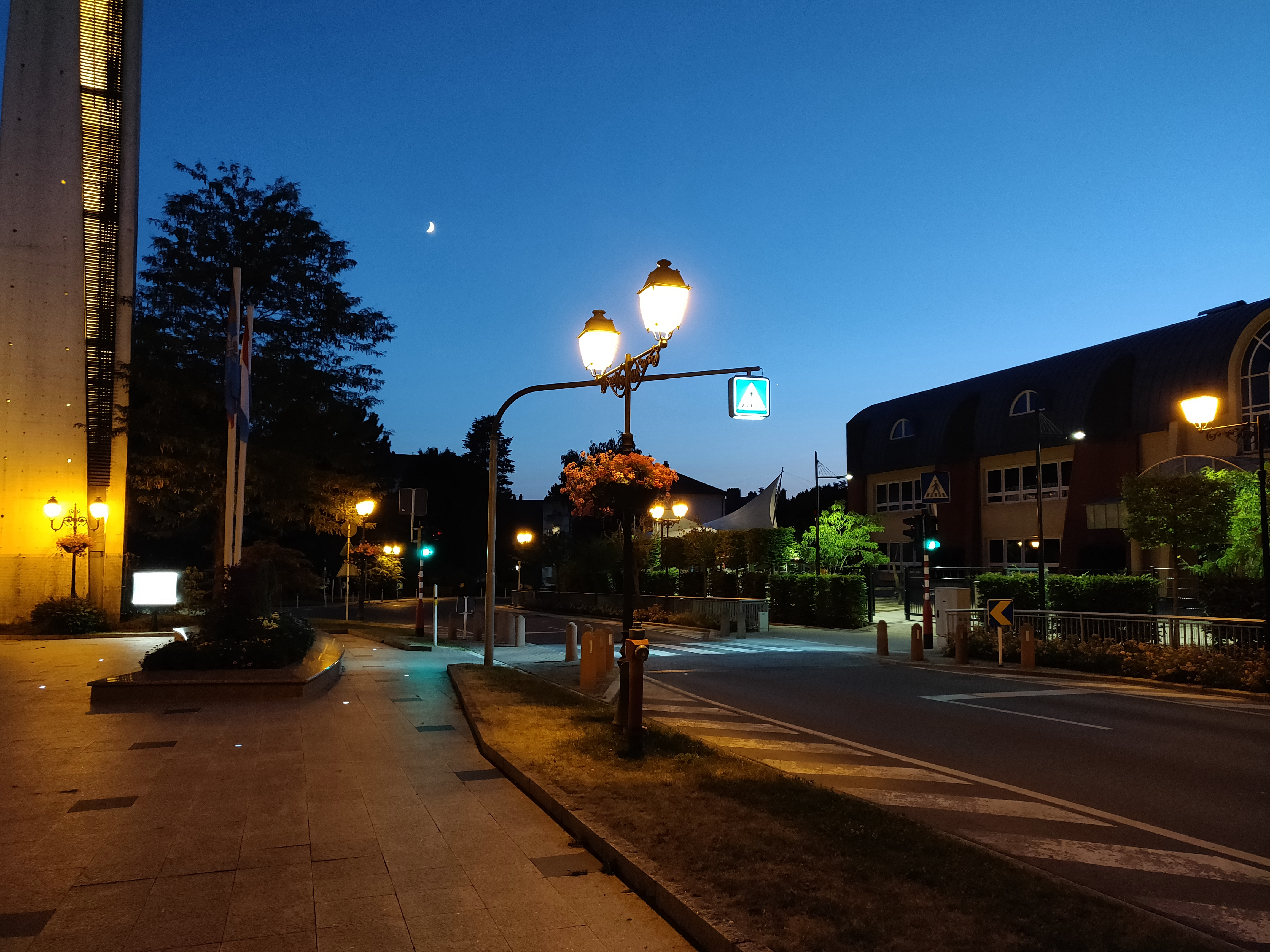 Camera - Low Light Evaluation - The OnePlus 6 Review: Among