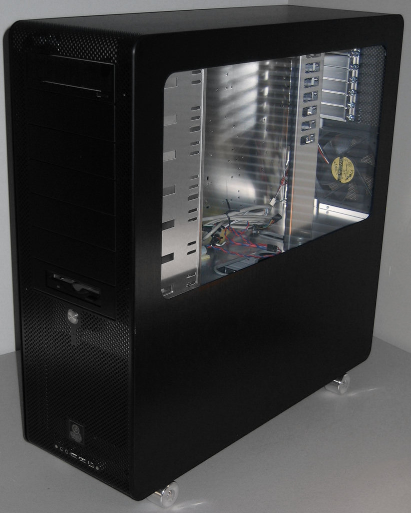 PC-V2000 - Exterior - Evolution of Lian Li's SOHO Server Cases
