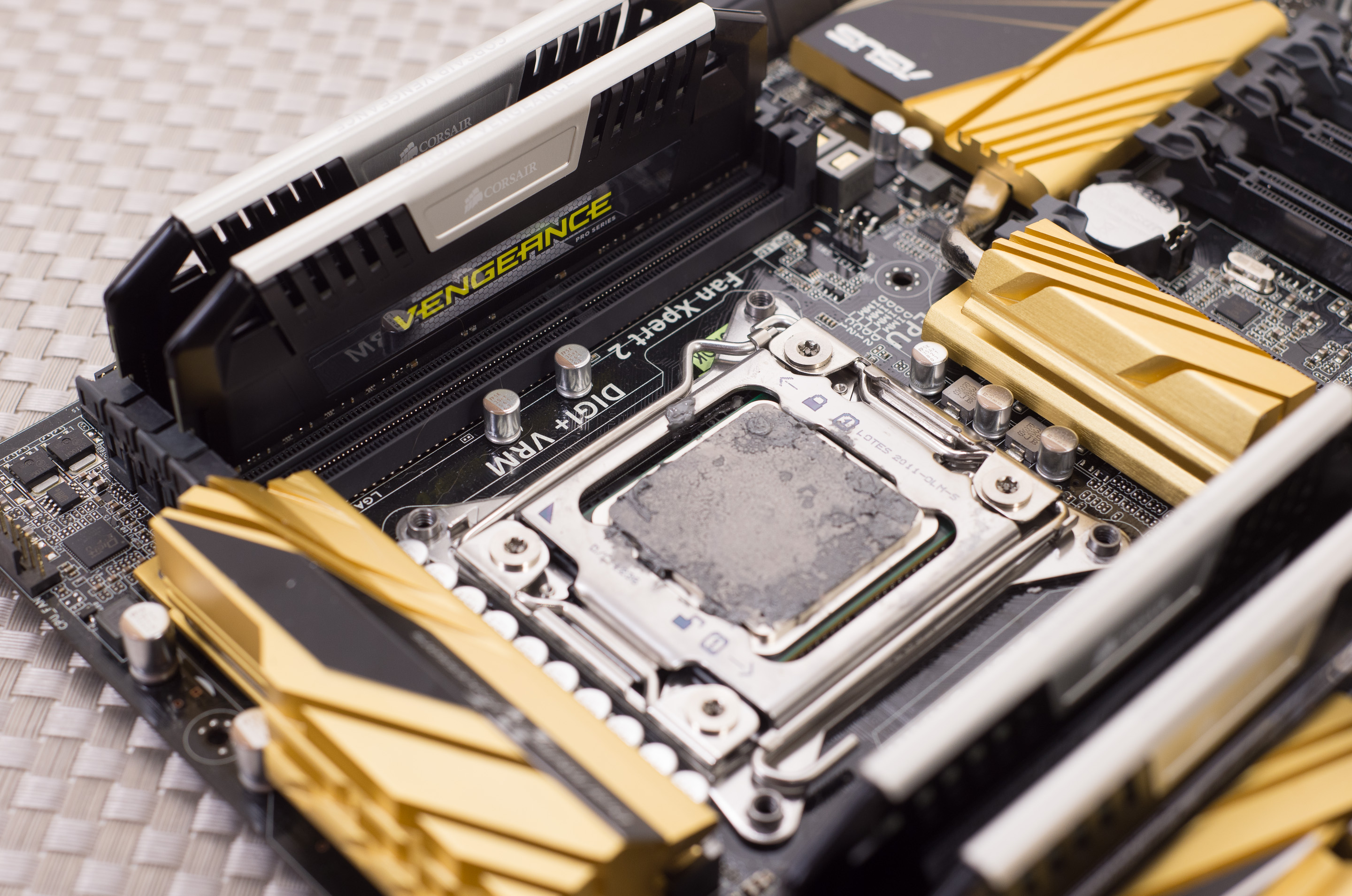 Intel Core I7 4960x Ivy Bridge E Review Motherboard Block Diagram I Have Dell Laptop The Testbed Asus New X79 Deluxe
