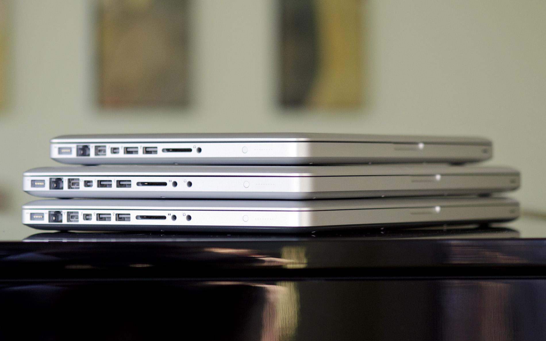 how to clean macbook pro 2017 hinge
