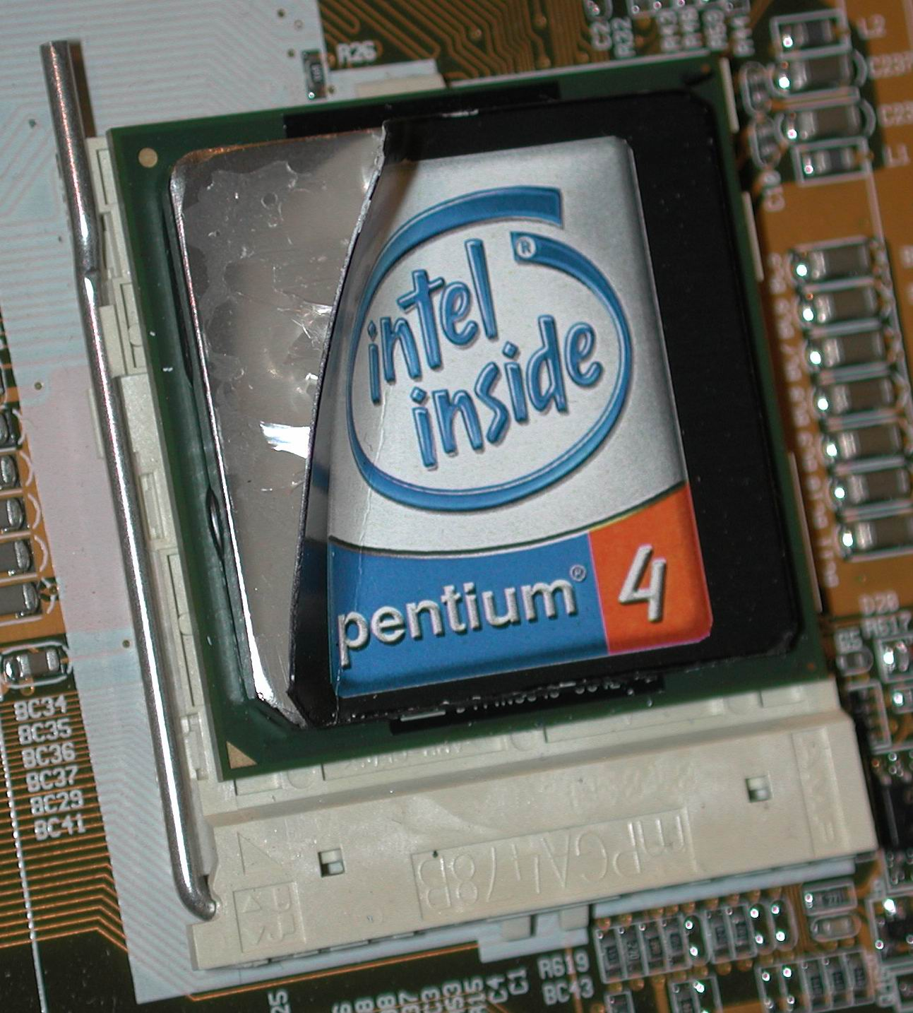 Intel Owns The Show Computex 2001 Day 1 Live Coverage Processor Pentium 4 Socket 478 This Particular Cpu Is Willamette Based Indicating That We Will In Fact See Current Migrate Over To As Well Probably Next